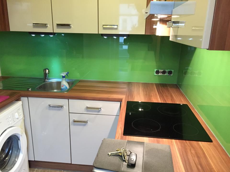glasbau riegler glas k chenr ckw nde farb akzente f r ihre k che. Black Bedroom Furniture Sets. Home Design Ideas